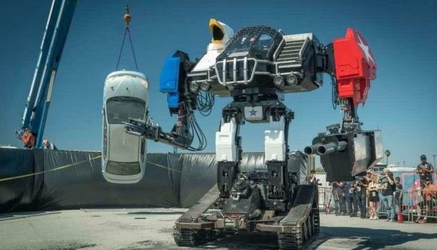 Компанія MegaBots виставила на аукціон 15-тонного бойового робота