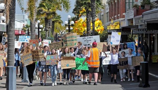 Десятки тисяч новозеландців вийшли на кліматичний страйк