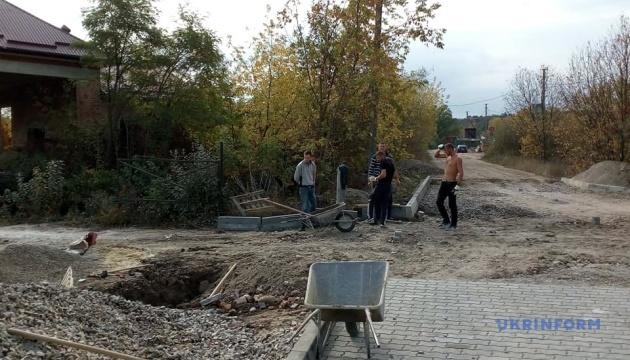 На Прикарпатті громада відремонтувала 30 км місцевих доріг