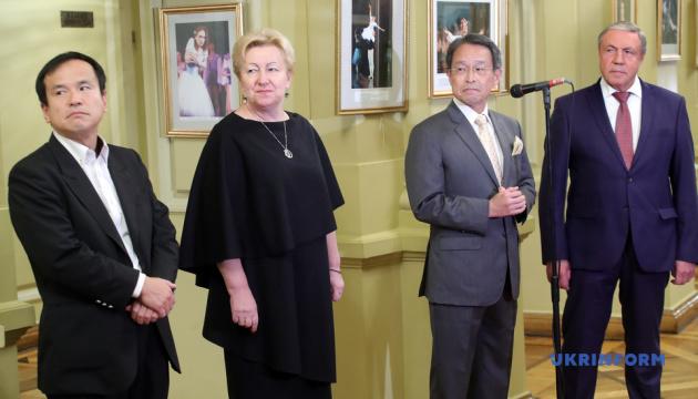 Посол Японії передав Національній опері сучасне світлове обладнання