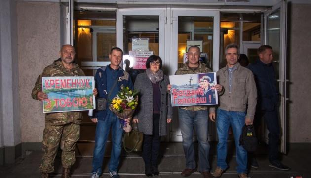 У Кременчуці зустріли звільненого з російського полону моряка