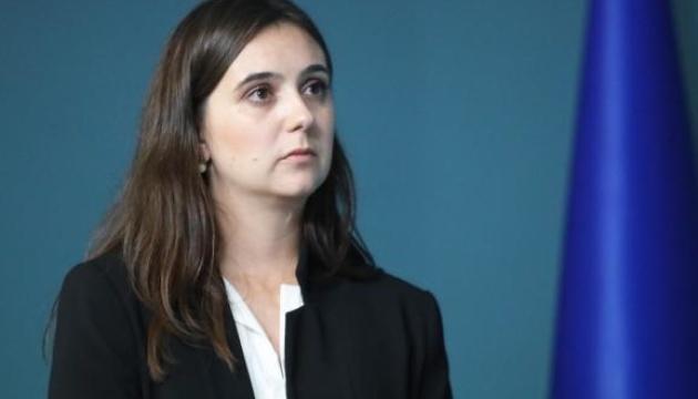 L'attachée de presse de Zelensky accusée de s'être attaquée physiquement à un journaliste (vidéo)