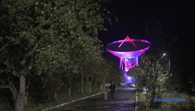 Світловий сигнал із 100 тисяч малюнків дитячих мрій передали у космос на Львівщині