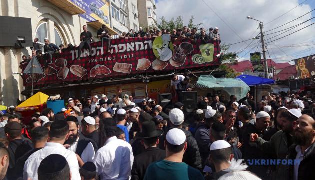 Nearly 27,000 Hasidic pilgrims arrive in Uman to celebrate Rosh Hashanah