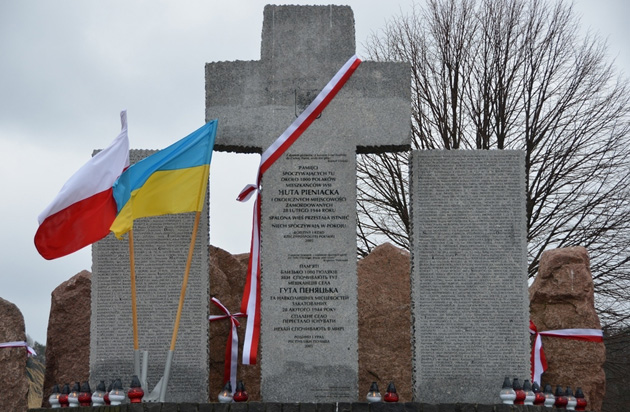 Pomnik ofiar poległych podczas II wojny światowej w 1944 r. w Hucie Pieniackiej. Zdjęcie: lwow.msz.gov.pl