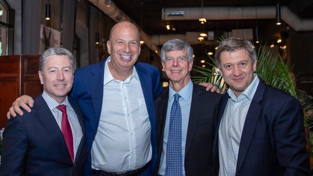 Kurt Volker, Gordon Sondland, William Taylor y Oleksandr Danyliuk durante la visita de Sondland a Kyiv en julio de este año