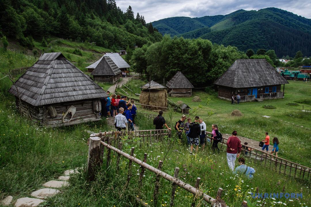 Туристичний Синевир: Зелений мед, гори сміття та надія на розвиток (ФОТОРЕПОРТАЖ), фото-5