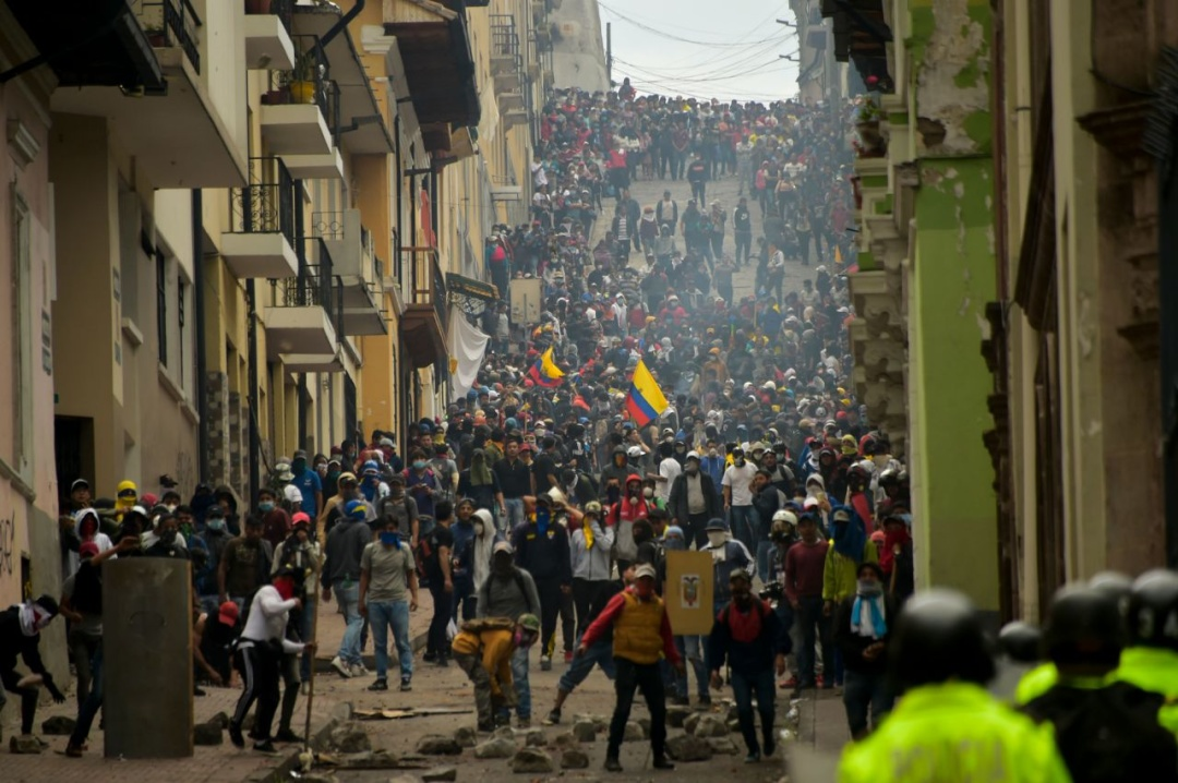 Сутички поліції з пртестувальниками в столиці Еквадору, Кіто