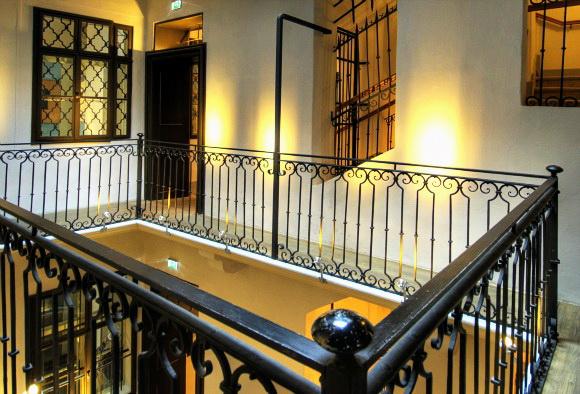 5. Дом Моцарта Лестница на второй этаж.