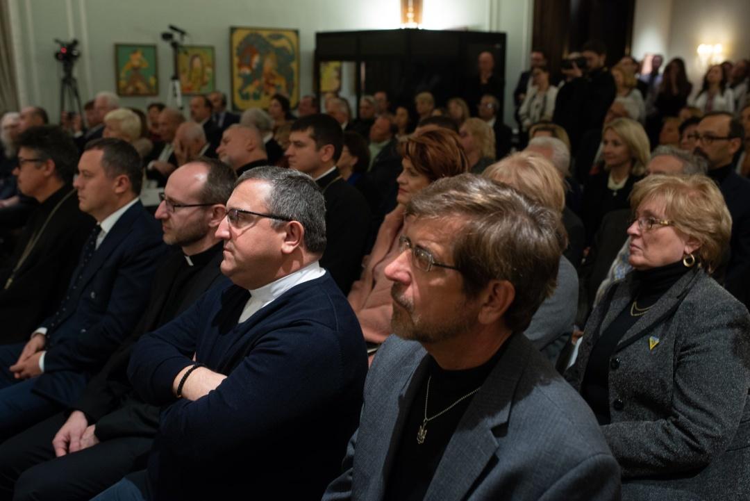 Українці США на зустрічі з митрополитом Епіфанієм в Українському інфституті Америки
