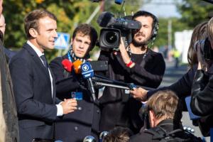 Макрон хочет ввести обязательный масочный режим во Франции