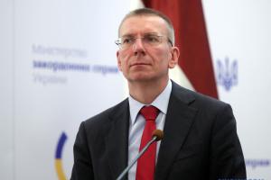 Євросоюзу слід бути готовим до посилення санкцій проти Росії – глава МЗС Латвії