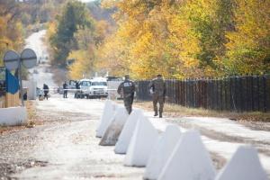 Новий порядок перетину лінії розмежування на Донбасі відклали на місяць