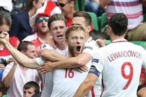 Польща і Росія пробилися на футбольне Євро-2020