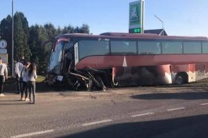 На Львівщині потрапив у ДТП автобус з іноземними туристами, є загиблий