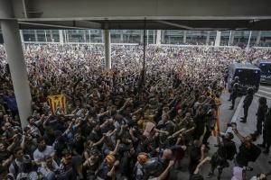 Через протести в Барселоні постраждали 56 осіб, більше 100 рейсів скасовані