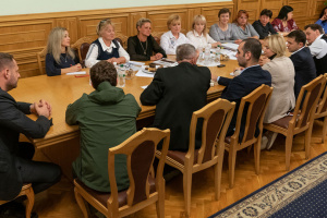 Zelensky meets with relatives of soldiers killed in Donbas