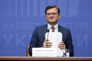Kuleba sees dual citizenship in Ukraine as 'interesting idea'