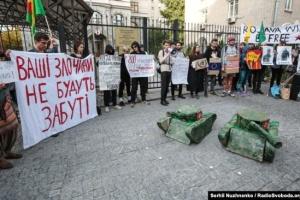 Под посольством Турции в Киеве протестовали из-за вторжения в Сирию