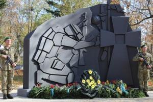 На Чернігівщині відкрили пам'ятник захисникам України