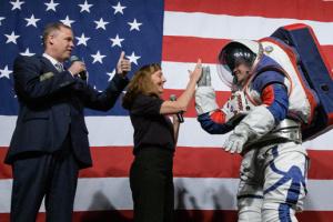 В NASA показали скафандры для полетов на Луну и Марс