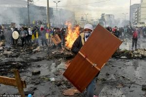 Еквадор: ще одна історія про палаючі шини та спробу втечі від соціалізму