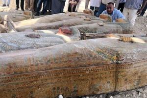 Єгипетські археологи знайшли у Луксорі 20 стародавніх саркофагів