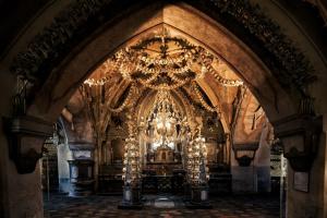 Туристам запретят фотографировать в чешской церкви из костей
