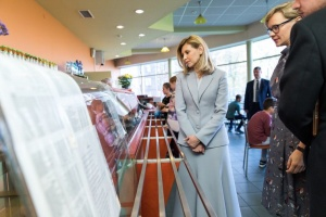 Олена Зеленська ознайомилася, як харчуються діти у школах Латвії