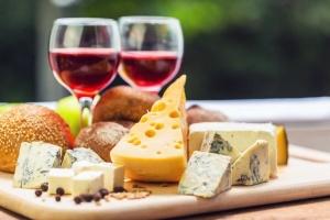 В США начали действовать штрафные пошлины на самолеты, вино и сыр из Европы