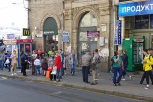 """На Майдані через демонтаж """"шпаківні"""" перенесли тролейбусну зупинку"""