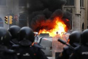 У Барселоні поліція стріляла у протестувальників гумовими кулями