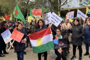 В Амстердаме сотни курдов митингуют против вторжения Турции в Сирию