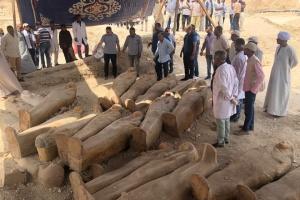 Археологи виявили в Єгипті 30 саркофагів з муміями