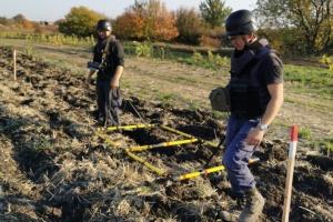 Учора рятувальники ООС розмінували понад 8 гектарів прифронтової зони
