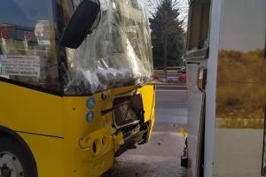 Во Львове столкнулись две маршрутки, пострадали пассажиры