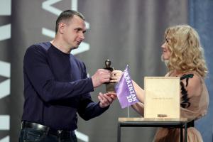 Сенцову вручили премию Ukrainian ID Awards