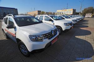 На Луганщині 13 сільських амбулаторій отримали спеціалізовані автомобілі