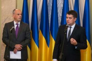 Разумков рассказал послам о работе новой Рады