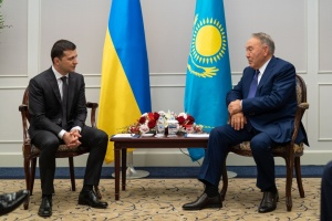 Зеленський у Токіо зустрівся з Назарбаєвим і запросив його до України