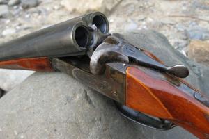 В курортной Кирилловке конфликт между компаниями мужчин закончился стрельбой, есть раненые