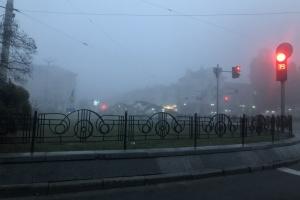 Синоптики попереджають про сильний вітер і туман