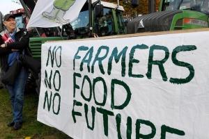 """Німецькі фермери влаштували """"тракторний бунт"""""""