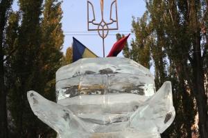 У центрі Києва встановили льодову скульптуру