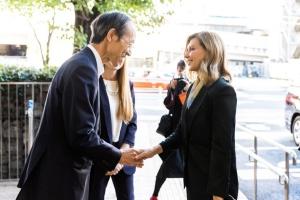 Дружина Зеленського в Токіо відвідала Центр здоров'я для дітей та родин