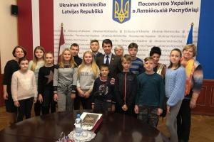 Діти воїнів АТО/ООС з Чернігівщини завітали до Посольства України в Латвії