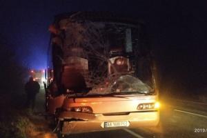 """Автобус """"Київ-Варшава"""" влетів у вантажівку - один загиблий, троє поранених"""