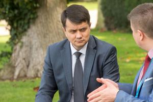Разумков каже, що із Зеленським його познайомив Баканов