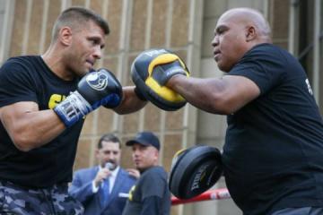 Derevianchenko hace una sesión de entrenamiento abierta antes de la pelea con Golovkin