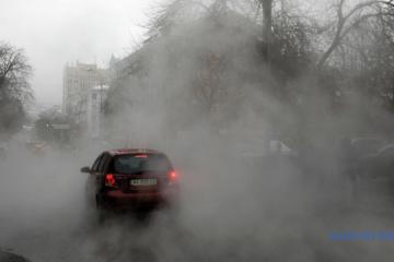 Un tuyau d'évacuation des eaux rompu au centre de Kyiv